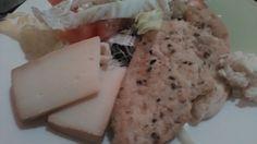 Csirke friss salátával és sajttal Recept: www.naturalfit.hu