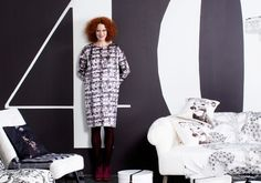 Ompele suoralinjainen mekko kuviollisesta tai yksivärisestä kankaasta. Mekon kaavat ovat Suuri Käsityö 1/2014 -lehdessä numerolla 2.
