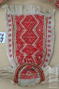 Del av lue (dregjilshuve), hvor broderidelen er bevart. Brodert med ullgarn, smøyg og korsting på linlerret. Scandinavian, Throw Pillows, Embroidery, Blanket, Rugs, Crochet, Fabric, Baby, Vintage