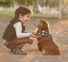 Star Wars Cosplay – Adorable Han Solo and Chewbacca. I've never even seen a Star Wars film. but this absolutely adorable Star Wars Film, Nave Star Wars, Star Wars Rebels, Star Trek, Han Solo E Chewbacca, The Bloodhound Gang, Humour Geek, The Force Is Strong, Stargate
