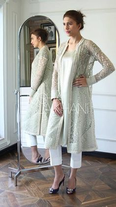 Pin by afreen on women's fashion in 2019 Indian Attire, Indian Wear, Pakistani Outfits, Indian Outfits, Salwar Designs, Desi Clothes, Indian Designer Wear, Asian Fashion, Women's Fashion