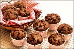 Muffin coklat super nyoklat,NO MIXER hasil tinggi menjulang alias High Dome! XD