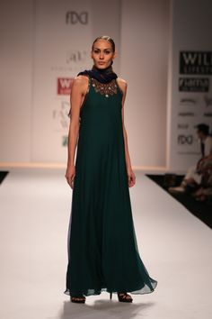 #wifw #wifwaw14 #fdci #wilfw #ashima #leena #ashimaleena #dress #organza #blue #midnightblue #gold #emeraldgreen #greem #work #fashion