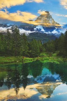 Matterhorn (view from Italy) Vida Natural, Natural Beauty, Places Around The World, Around The Worlds, Beautiful World, Beautiful Places, Mountain Landscape, Nature Photos, Amazing Nature