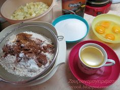 Ζουζουνομαγειρέματα: Σοκολατένια μηλόπιτα με καρύδια και μέλι!!! Pudding, Desserts, Food, Tailgate Desserts, Deserts, Puddings, Meals, Dessert, Yemek