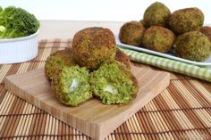 Polpette di broccoli, scopri la ricetta: http://www.misya.info/2013/11/27/polpette-di-broccoli.htm