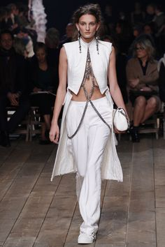 Alexander McQueen Spring 2016 Ready-to-Wear Fashion Show - Julia Fleming (Next)