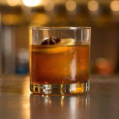 Einfache Whiskey-Getränke: Einfache Whiskey-Cocktails mit nur 3 Zutaten - Thrillist easy 3 ingredients easy for a crowd easy 3 ingredients easy for a crowd easy healthy easy party easy quick easy simple Whiskey Sour, Rye Whiskey Drinks, Whisky Cocktail, Whiskey Recipes, Bourbon Cocktails, Whiskey Glasses, Irish Recipes, Cocktail Desserts, Vintage Ads