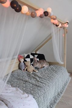 Custom-made cot made of spruce beams and panels. The bed is removable and . Custom-made cot made of spruce beams and panels. The bed is removable and . Coastal Bedrooms, Trendy Bedroom, Luxurious Bedrooms, Bedroom Bed, Girls Bedroom, Girl Rooms, Chambre Nolan, Childrens Beds, Attic Rooms