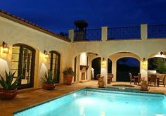 Love spanish style homes and courtyards
