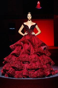 Michael Cinco Haute Couture Fall 2013 The Dress on Fire Red Fashion, Look Fashion, Couture Fashion, High Fashion, Fashion Photo, Daily Fashion, Michael Cinco Haute Couture, Elegant Dresses, Pretty Dresses
