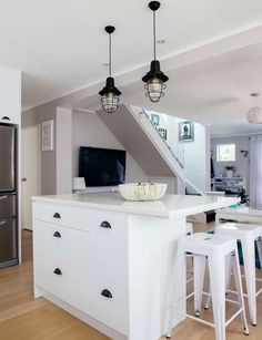 A cramped 1980s kitchen gets a $14,000 makeover