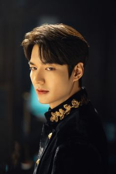 The King: Eternal Monarch will star Lee Min Ho and Kim Go Eun as its lead actors Lee Min Ho Abs, Lee Min Ho Smile, Foto Lee Min Ho, Choi Min Ho, Jung So Min, Minho, Lee Min Ho Instagram, Instagram King, Lee Min Ho Boys Over Flowers