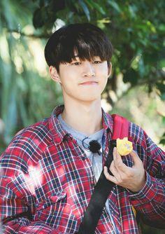 The cute kim han bin Kim Hanbin Ikon, Ikon Kpop, Chanwoo Ikon, Yg Ikon, Trendy Haircuts, New Haircuts, Bobby, All Star, Ikon Leader
