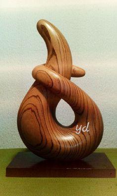#zebra# wood Escultura abstracta en madera de zebrano con formas orgánicas