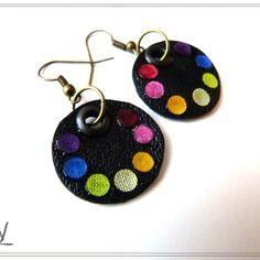 """Boucles d'oreille textiles """"raimbow"""", cuir , et perles de tissus multicouleurs  batiks"""