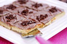 Miljonäärin murotaikinaneliöt Pie, Bread, Baking, Desserts, Recipes, Food, Torte, Tailgate Desserts, Cake