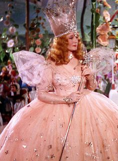 Billie Burke as Glenda the Good Witch in The Wizard of Oz Wizard Of Oz Movie, Wizard Of Oz 1939, Wizard Of Oz Characters, Glinda Costume, Glenda The Good Witch, Billy Burke, I Believe In Pink, Judy Garland, Fairy Godmother
