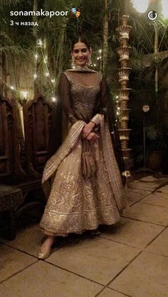 Trendy Ideas Bridal Look Indian Sonam Kapoor Indian Attire, Indian Ethnic Wear, Ethnic Suit, Dress Indian Style, Indian Dresses, Pakistani Outfits, Indian Outfits, Desi Wear, Desi Clothes