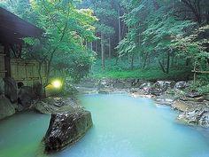 秘境七滝温泉 お宿 華坊 Japanese Spa, Japanese Nature, Japanese Castle, Yellowstone Nationalpark, Japanese Hot Springs, Dream Bath, Pool Designs, Swimming Pools, Waterfall