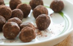 Blend 1 cup rolled oats til fine. Ad 1 cup chopped dates, 2 T unsweetened cocoa powder, 1/2 c almond butter, 2 t vanilla, pinch each nutmeg & cinnamon til finely ground & sticking tog.  Roll in balls 2 tsp each, pressing firmly so it sticks tog.Roll in 2 TBSP cocoa powder & refrigerate. 90 cal. Try adding additional 1/4 cup dates & 1/4 cup unsweetened coconut flakes. Flavor dev after a few days in fridge. Try adding 2 TBSP powdered sugar or honey. Try choc almond butter gm