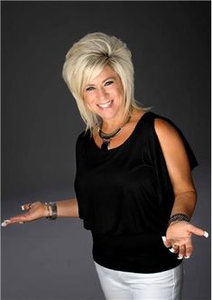 """Theresa Caputo, from TLC's hit show """"Long Island Medium,"""" will appear live at Park Theater at Monte Carlo Resort and Casino Saturday, Oct. 14 at 8 p. Short Hair With Layers, Layered Hair, Short Hair Cuts, Pretty Hairstyles, Bob Hairstyles, Celebrity Hairstyles, Medium Hair Styles, Curly Hair Styles, Choppy Hair"""