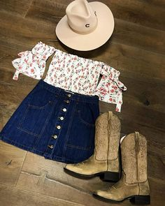 preppy outfits with skirts Cowboy Boot Outfits, Cowgirl Style Outfits, Country Style Outfits, Southern Outfits, Preppy Outfits, Edgy Outfits, Western Outfits, Western Wear, Cute Outfits
