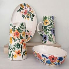 catalina cumsille - Google Search Pottery Painting Designs, Pottery Designs, Mug Designs, Paint Designs, Ceramic Painting, Ceramic Art, Keramik Design, Illustration Blume, Paint Your Own Pottery