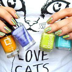 """Ulubione kolory lakierów i paznokcie w paski! Słoneczny pomarańczowy #colouralike #żartropików, fioletowy #wetnwild #onatrip, jasny, ciepły, nasycony zielony #essie #themorethemerrier oraz intensywny turkusowy #inglot #inglot397  Koszulka z kotem i napisem """"Never trust a Man who doesnt love cats"""" ❤️ #paznokcie #paski #stripes #stripesnails #nailart #bestnailpolish #ulubionekolory #lakierdopaznokci #catlover #kociara #blogerka #rainbow"""