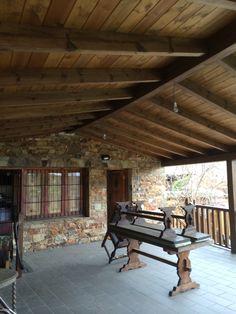 Hoy os queremos mostrar na obra que se adapta a su ambiente. Se trata de un porche de madera a dos aguas en el singular pueblo de Castrillo de lo Polvazares en León. http://www.edanpergolas.com/nuestros-trabajos/porche-de-madera-en-castrillo-de-los-polvazares-34.html