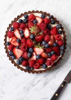 Easy Mixed Berry No-Bake Cheesecake | via forkknifeswoon.com