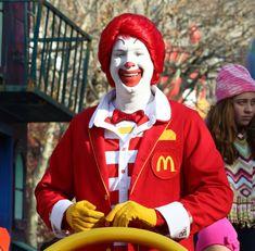 The Real Reason Ronald McDonald Is the McDonalds Mascot - Culture & Society - Fast Food Hamburglar Costume, Ronald Mcdonald Costume, Richard And Maurice Mcdonald, Clown Names, Mcdonalds Gift Card, Bozo The Clown, New Employee, Whatsapp Dp, Mood Pics