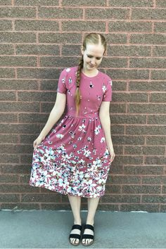 Looking for a new dress this Easter? Here's a list of beautiful and simple Easter dresses for women that are sure to fit your church style this spring. Source by dresses for church Modest Dresses, Modest Outfits, Floral Dresses, Church Dresses, Modest Clothing, Church Outfits, Casual Outfits, Muslim Fashion, Modest Fashion