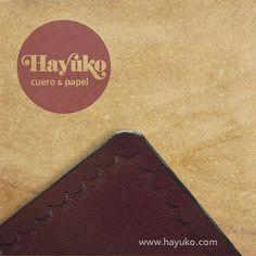 PREPARANDO FUNDA PARA LIBRETA Detalle de funda para libreta formato A5. Leather Notebook, Card Holder, Cards, Cases, Leather, Rolodex, Maps, Playing Cards