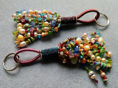 Making beaded tassels is lots of fun, especially when you can incorporate pearls, semi-precious stones and tons of colorful beads to a vibrant firework charm. Never lose your keys again!  The kit includes all necessary beads, pearls and stones. Leather, keyring and wire for the loop.
