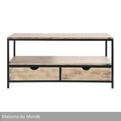 """Eine rustikale Optik im Industrial Chic zeichnet das TV-Möbel """"Long Island"""" von Maisons du Monde aus. Die Schubladen aus Tannenholz geben dem ansonsten…"""