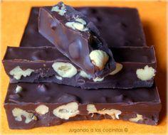 Turrón de chocolate y frutos secos a la naranja sin azucar