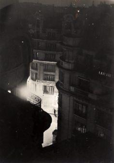 Brassaï - Paris de Nuit, 4 étages à louer, 1932.