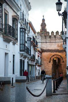 Carmona: Puerta de Sevilla y calle San Bartolomé