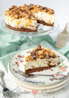 cakes recipe tips are available on our internet site. Pie Cake, No Bake Cake, Cookie Desserts, No Bake Desserts, Baking Recipes, Cake Recipes, Dutch Recipes, Snickers Cheesecake, Snickers Cake