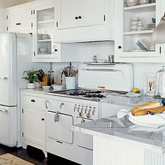 Retro white kitchen with white appliances Retro Kitchen Appliances, Vintage Appliances, White Appliances, Retro Kitchens, Kitchen Cabinets, Retro Fridge, Smeg Fridge, Bosch Appliances, Glass Cabinets