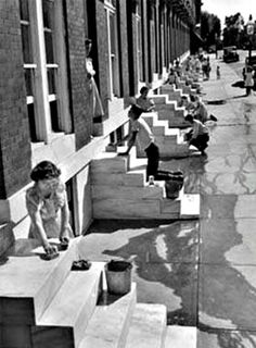 Making those marble steps sparkle with Comet, Pine Sol, Ajax, White Cap, Spic and Span? and in South Philly they still do this Baltimore City, Baltimore Maryland, Old Pictures, Old Photos, Baltimore Neighborhoods, South Philly, Chesapeake Bay, Vintage Photographs, Vintage Photos