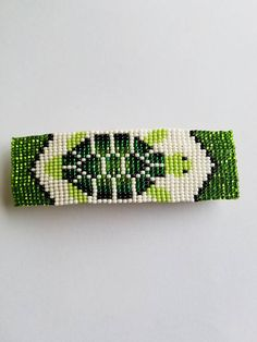 Items similar to Beaded Turtle Barrette on Etsy Seed Bead Patterns, Jewelry Patterns, Beading Patterns, Bead Loom Designs, Beadwork Designs, Native Beadwork, Native American Beadwork, Bead Loom Bracelets, Beaded Bracelet
