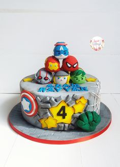 Time consuming but oh so cute! Avengers Birthday Cakes, Hulk Birthday, Superhero Birthday Party, Boy Birthday Parties, Bird Cakes, Cupcake Cakes, Cupcakes, Pastel Avengers, Tsum Tsum Party