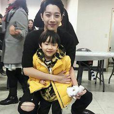 by, fotoin aku sama dia, dong. Manado, Jaehwan Wanna One, First Boyfriend, Lil Boy, Baby Boy, Guan Lin, Lai Guanlin, Popular People, Best Rapper