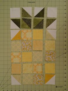 Friday, January 2016 Hive 1 January Tutorial - Poppin' Pineapples Hello this is Alison from Hive I am so excited to start this new year of Stash Bee awesome! Colchas Quilting, Quilting Projects, Quilting Designs, Sewing Projects, Beginner Quilting, Cute Quilts, Small Quilts, Mini Quilts, Pineapple Quilt Pattern