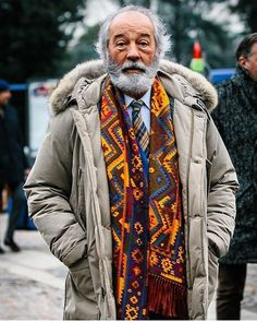 From @therakeonline Tag your friends and follow us for more... Contemporary street style at its most rakish... Photograph by @jkf_man. #StreetStyle #PittiUomo #Pitti91 #Menswear #MensStyle #Sartorial #Ensemble #Rakish #Photography #Inspiration