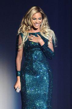 Pin for Later: Wer hat eigentlich noch nicht an der Ice Bucket Challenge teilgenommen? Beyoncé Herausgefordert von: Drake und Kevin McHale. Status: Kein Eis in Sicht. Aber Beyoncé scheint sowieso eher die Person für eine Spende zu sein.