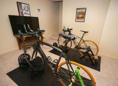 If you seek a solution that would maintain your cycling fitness until the weather improved training indoors during the winter season is the ideal choice. Basement Gym, Garage Gym, Bike Rollers, Indoor Bike Trainer, Gym Room At Home, Bike Room, Cycling Motivation, Indoor Cycling, Man Room