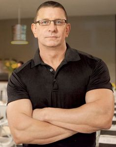 okay... I know he's probably not hot to you, but I think Robert Irvine is hot. Hey, I have a thing for famous chefs with muscles...